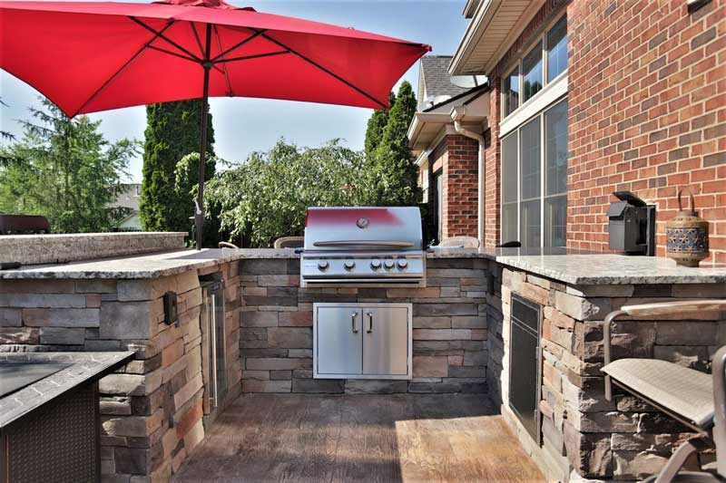 Stone Patio with kitchen, grill and pizza oven